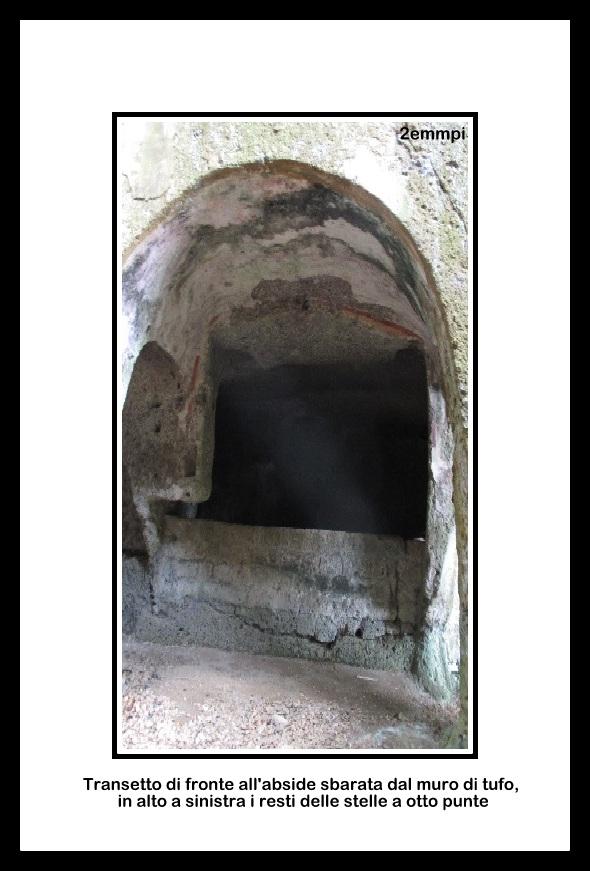 1-zona dell'abside sbarrata dal muro di tufo e resti di affresco sulla volta con le croci delle beatitudini (2)